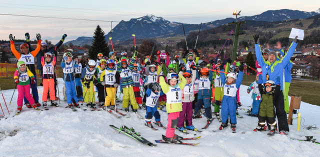 Kinder am Start zur Vereinsmeisterschaft des Ski Club Burgberg